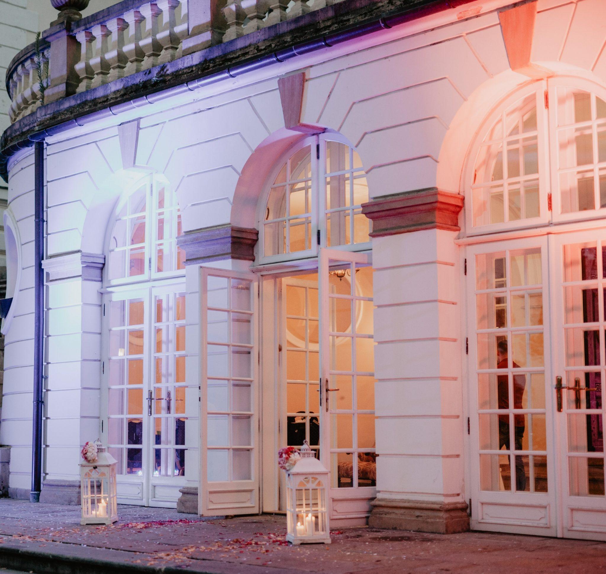 Oświetlony Pałac Radziwiłłów podczas wesela
